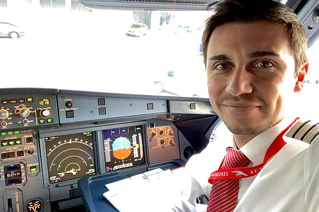 ATPL Student in the A320 cockpit